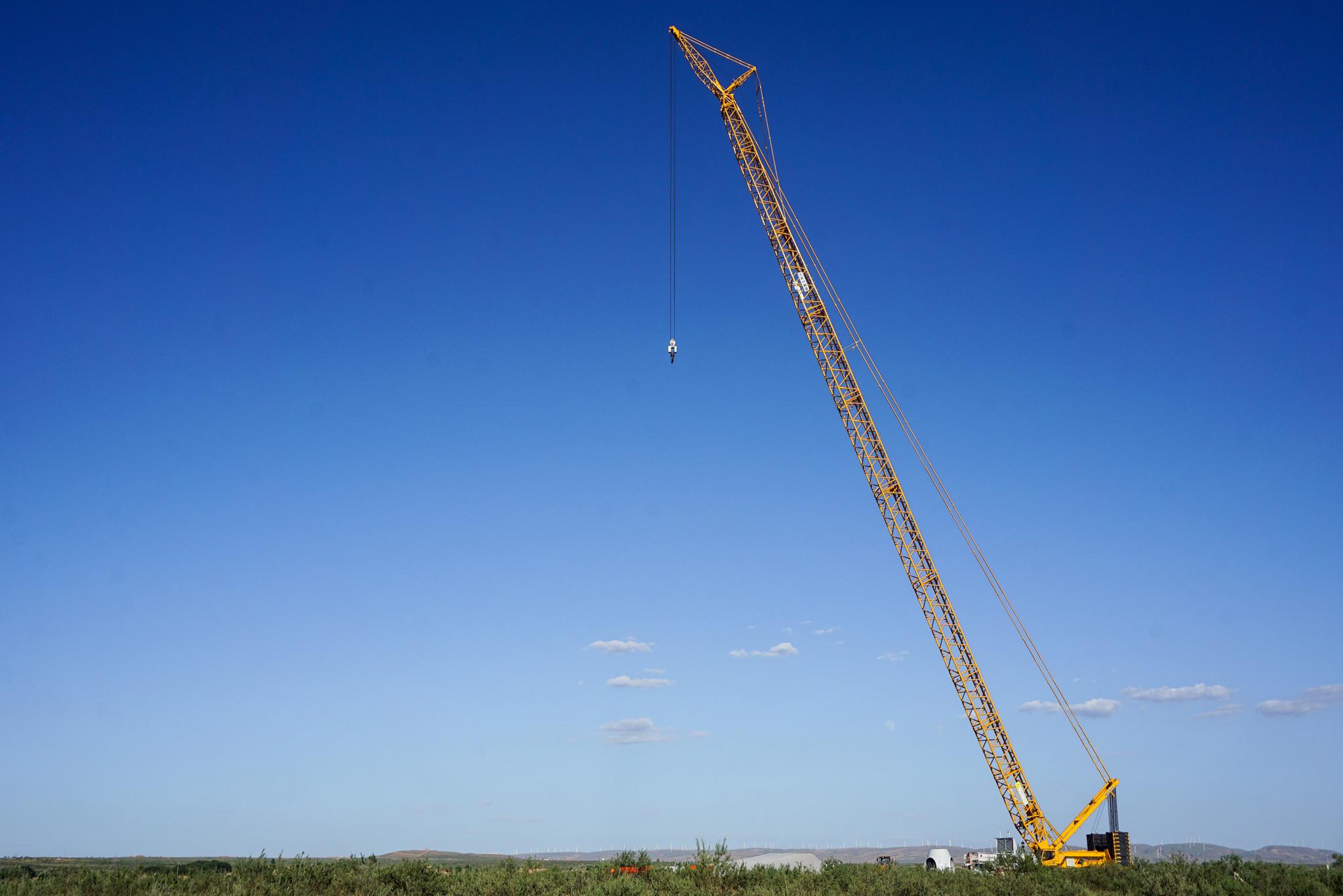 Ningxia Yanchi 300MW Wind Power Project Wind Turbine Hoisting Work Begins